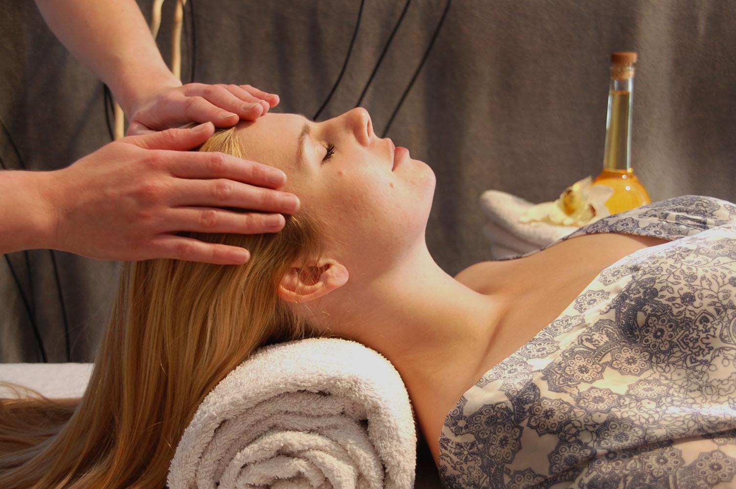 Energetische Kopfmassage mit ätherischen Ölen
